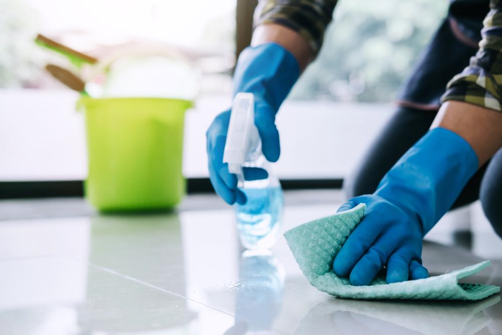 عامل نظافة ارضيات وجالس بالرياض
